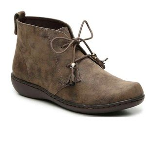 SoftStyle by Hushpuppies Ankle Bootie Size 9.5Wide